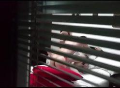 Comendo a namorada loira na casa de uma amiga e ela gravando no escondido