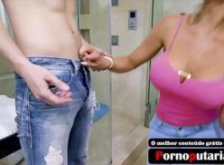 Loira peituda dando gostoso no banheiro do amante 172