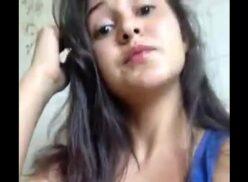 Novinha filmando a bucetinha